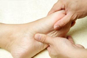 טיפול מנואלי-ידני לעקב כף הרגל